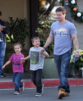 Mark+Wahlberg+Mark+Wahlberg+Out+Lunch+Boys+qub80e7bFI2l.jpg