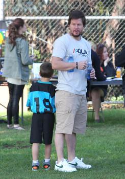 Mark+Wahlberg+Mark+Wahlberg+Rhea+Their+Son+cq5ceF6kCeyl.jpg